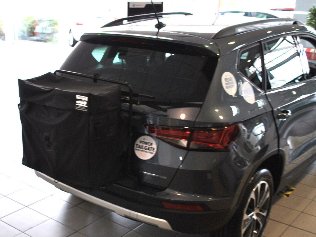 Seat Ateca Roof Box hatch-bag fitted to a grey seat ateca