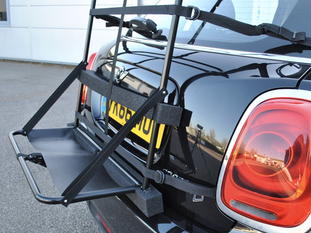 side view of the hatch-bag mini clubman roof box alternative fitted to a black mini cooper 5 door